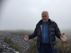 Mann i steinbrudd